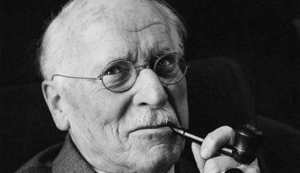 """Карл Густав Юнг: """"Я не то, что со мной случилось, я — то, чем я решил стать."""""""