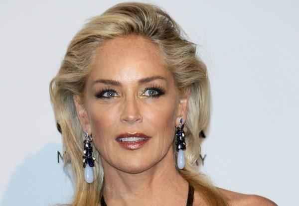 """Шэрон Стоун :"""" Выражение лица женщины гораздо важнее ее одежды."""" 1"""