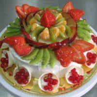 Воздушный десерт – фруктово-ягодный сметанный торт