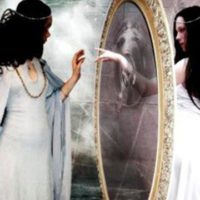 Магия зеркал: чего нельзя делать перед зеркалом ни в коем случае?